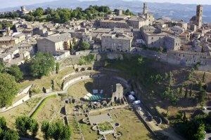 01_Panorama_TeatroRomano_Volterra_ValDiCecina_web